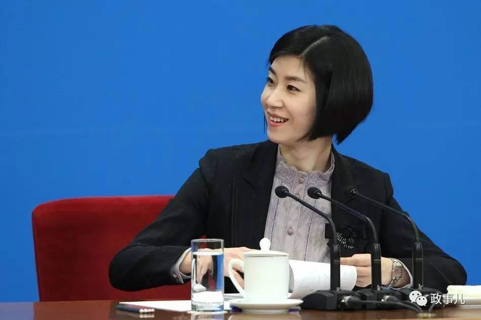摄理新闻_张璐在总理记者会一战成名