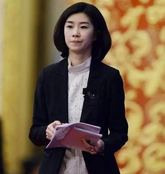 摄理新闻_张璐于重大外交场合干练俐落的打扮