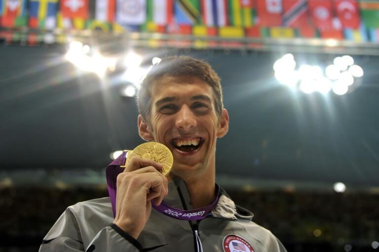 攝理新闻_菲尔普斯飞鱼在游泳比赛中斩获金牌