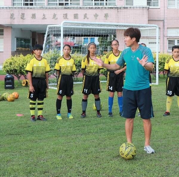 摄理国际交流_金成俊教练指导光复女足球技