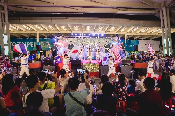 摄理天堂的盛宴_乐队结合不同国家旗舞演出