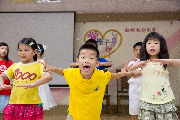 摄理儿童合唱团成果发表会_身体感受音乐