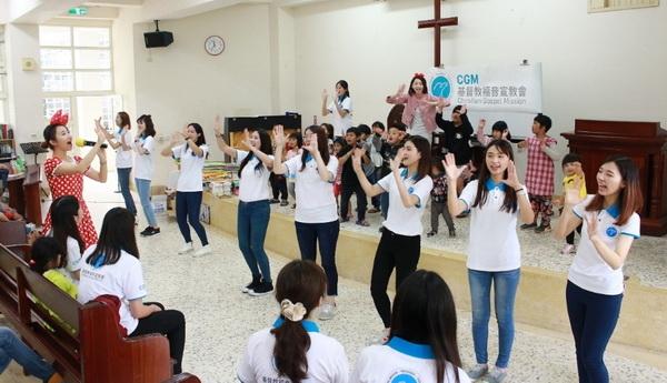 儿童节_摄理CGM志工与模特儿推动偏乡阅读