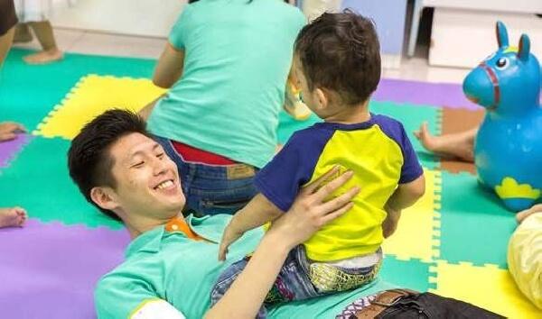 摄理 CGM 和平医疗团_与儿童互动
