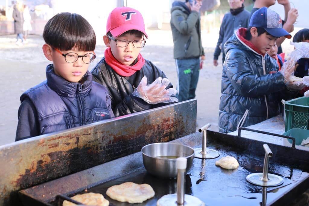 月明洞2017年献荣耀_肉桂饼制作过程