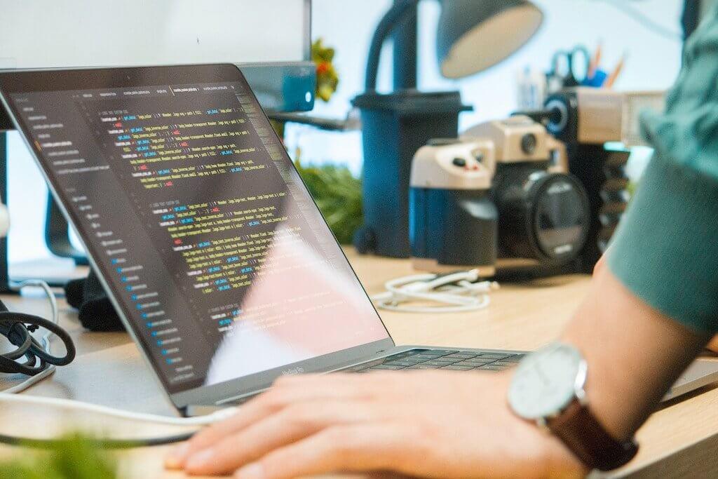 摄理访谈_软体工程师_电脑程式