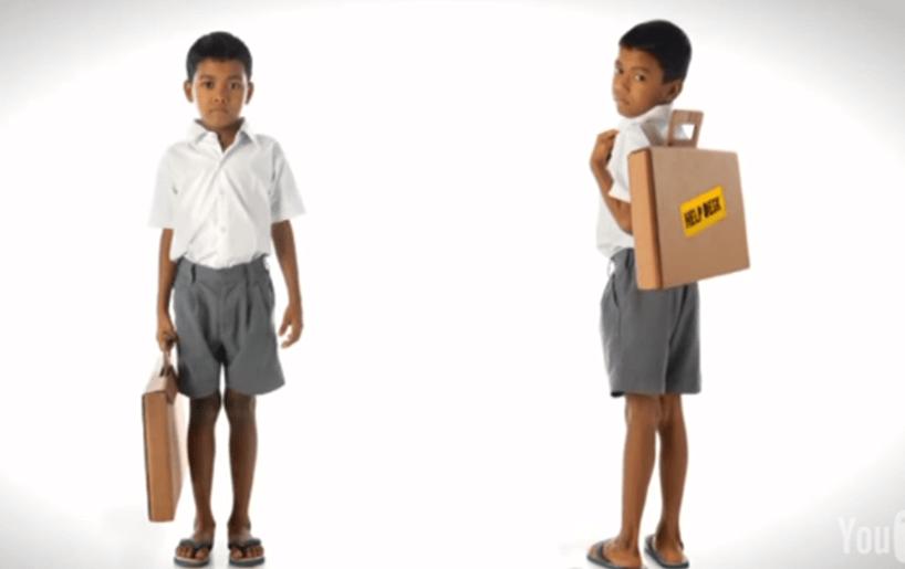 摄理新闻_孟买学生_书包和书桌