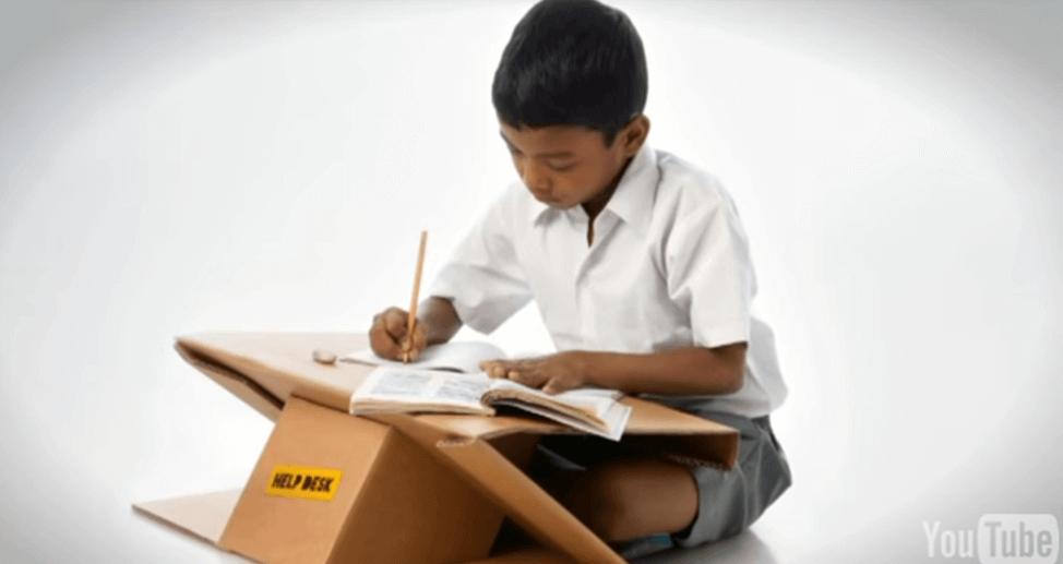 摄理新闻_孟买学生_纸板变书桌